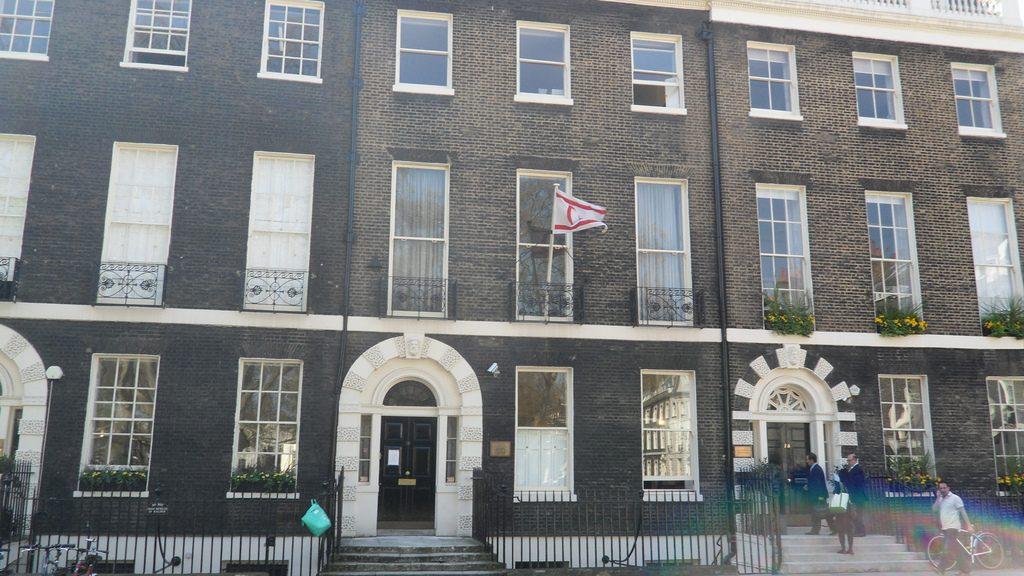 KKTC Londra Temsilciliği'nde engellilere engel