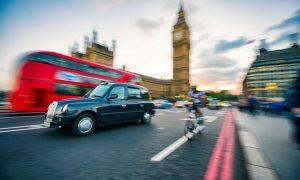 İngiltere'de hizmet sektörü Temmuz'da hız kesti