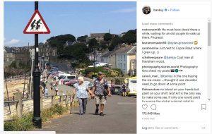 Banksy, bu kez İngiltere'deki işaret levhasında