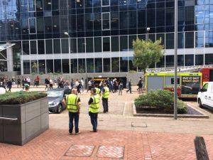 Canary Wharf'daki şüpheli paketler paniğe neden oldu