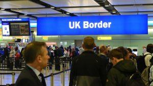 Heathrow'da 2 buçuk saat süren pasaport çilesi…