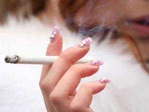 Sigara ve içki içenlerde kalp damarları 17 yaşından önce sertleşmeye başlıyor