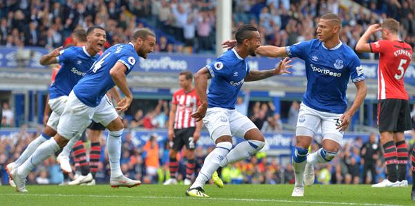 Cenk Tosun'lu Everton galip