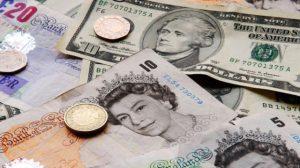Sterlin, dolar ve euro karşısında değer kaybediyor
