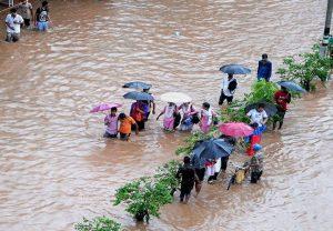 Hindistan'da aşırı yağışlar 148 can aldı