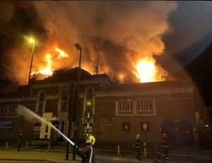 İngiltere'de tarihi binada yangın