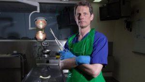 23 bin otopsi yapan doktor