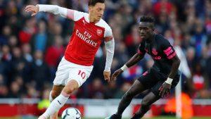 Mesut'lu Arsenal, Cenk'li Everton'a 2-0 galip