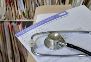 Enfield'teki doktorlar ve diş hekimleri yaklaşık 600 yazılı şikayet aldı