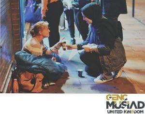 Genç Müsiad UK, Londra'da evsizlere çorba dağıttı