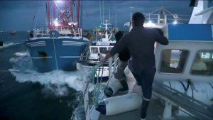 Fransız ve İngiliz balıkçılar denizde birbirine girdi!