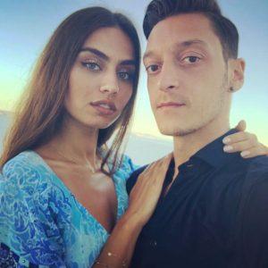 Özil'in sevgilisi Amine Gülşe, en güzel üçüncü yenge