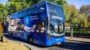 İngiltere'nin ilk 'hava temizleyen' belediye otobüsü hizmete girdi