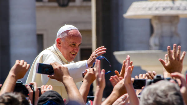 Papa: Hem Tanrı'ya inanıp hem de mafya üyesi olunamaz