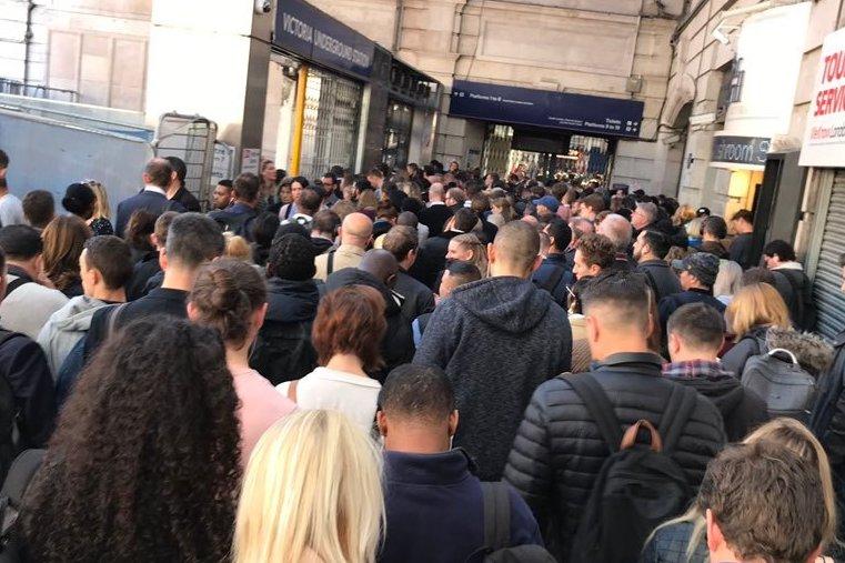 Piccadilly Hattı'ndaki grev Kuzey Londra'da kaos yarattı