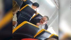 Ryanair uçağında ırkçı saldırıya soruşturma