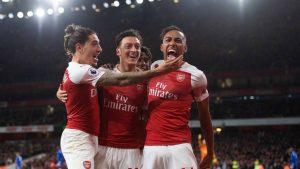 Mesut Özil tarihe geçti, Arsenal rahat kazandı