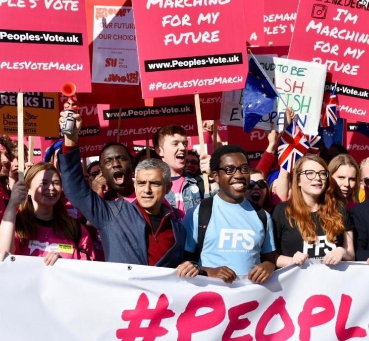 Yüzbinlerce İngilizden yeni bir referandum talebi