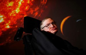 Hawking: Trump'ın seçilmesi bilim insanlarına küresel bir isyan