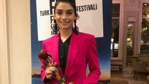 En iyi kadın oyuncu Hazar Ergüçlü oldu