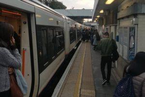 Londra tren istasyonunda 'bıçaklama'