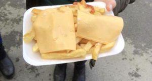Maçta, patates kızartmasına 6.40 pound ödeyince çileden çıktı