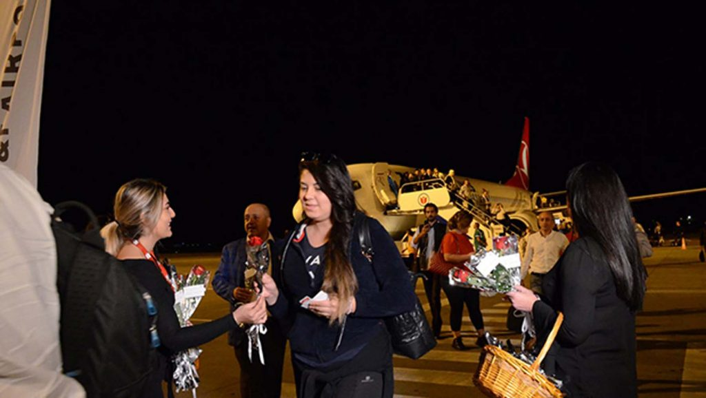 İlk uçak Ercan'a indi