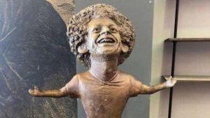 Salah'ın heykeli güldürdü!