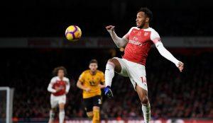 Arsenal, sahasında berabere kaldı
