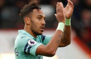 Arsenal, deplasmanda 2-1 galip