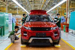 Jaguar Land Rover kemer sıkmaya karar verdi