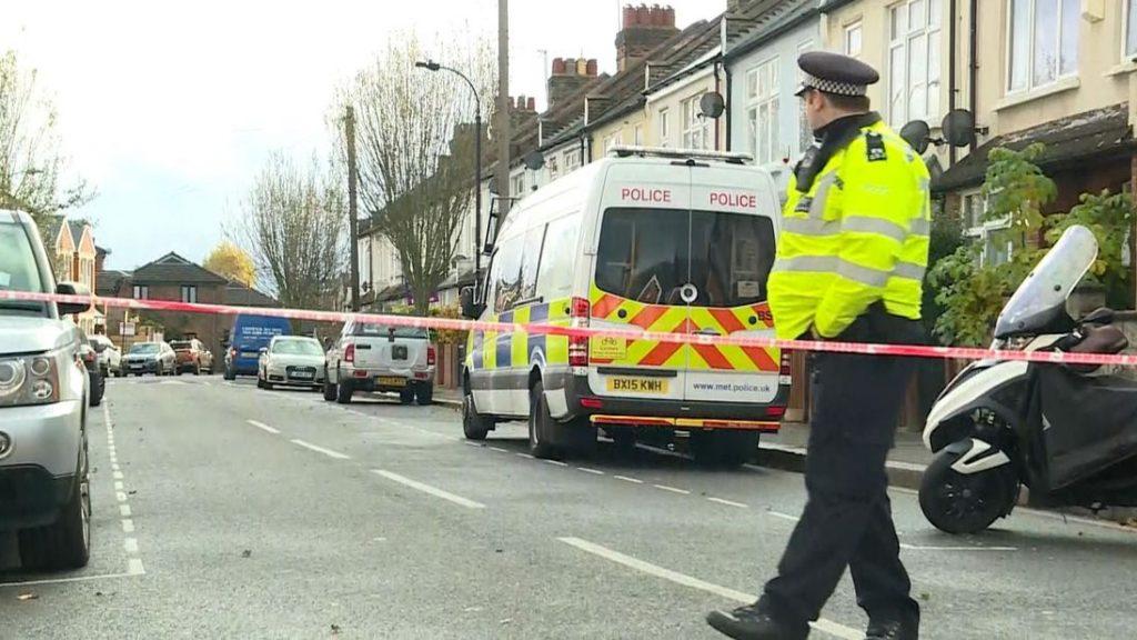 İçişleri Bakanı, Londra'daki cinayetlerle ilgili polise çağrıda bulundu