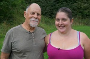 41 yaş büyük üvey babasıyla evlendi