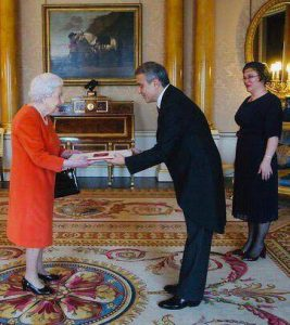Ambassador Ümit Yalçın presents trust letter to Queen