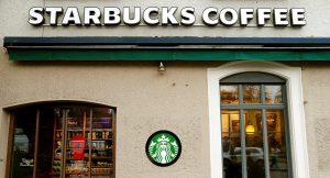 Starbucks, mağazalarından pornografik içeriklere girilmesini yasaklıyor