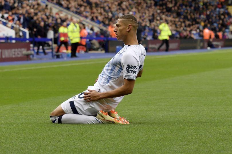 Cenk'li Everton, sahasında takıldı