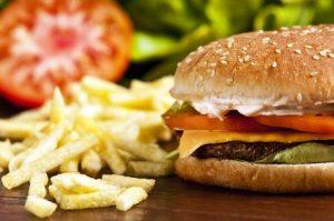 İngiliz Tıp Dergisi'nde araştırma raporu: Restoran menüleri fast food menülerinden daha sağlıksız