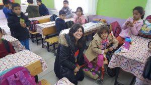 Şadiye Balıkçıoğlu'ndan çocuklara anlamlı yardım
