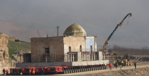 Hasankeyf'te Eyyubi Camii'nin 2500 tonluk son bölümü de taşındı