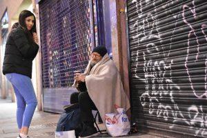 MÜSİAD, Londra sokaklarında yaşayan evsizlere yardım eli uzattı