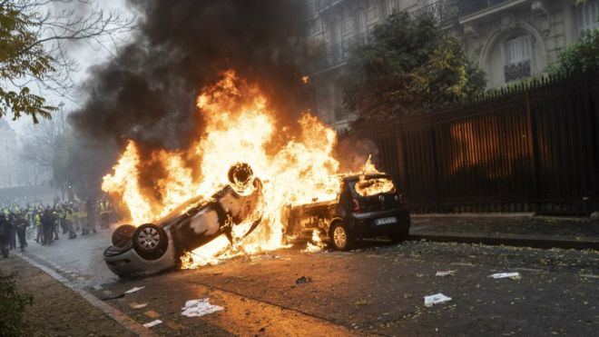 """Fransa İçişleri Bakanı: """"Canavar yaratıldı, şiddete müsamaha göstermeyeceğiz"""""""