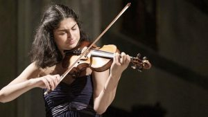 Young and talented violinist Ezo Sarıcı will give a concert for children