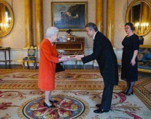 Kraliçe II. Elizabeth'e güven mektubu