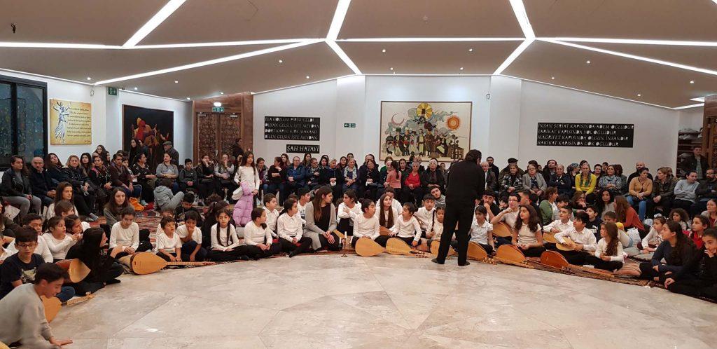 İngiltere Alevi Kültür Merkezi ve Cemevi üyeleri Eğitim Cemi'nde buluştu