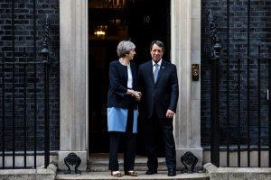 Anastasiadis, May ile Kıbrıs'taki İngiliz üslerini görüştü