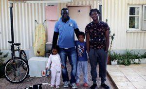 Güney Kıbrıs İngiliz üssüne bırakılan mülteciler, May'in onayıyla İngiltere'ye kabul edilecek