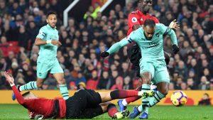 Arsenal kaçtı, United kovaladı