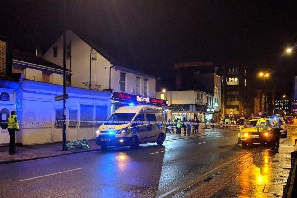Croydon'da arabayla vuruduğu kişiyi öylece bırakıp kaçtı.