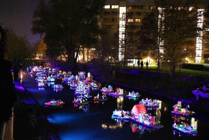 Mürüde Mehmet'in 'Yüzen Adalar'ı, Kış Işıkları Festivali'nde sergilendi