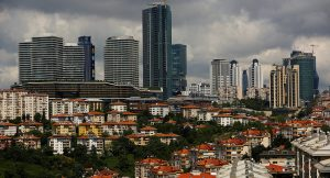 AFP: Türkiye'nin ekonomik büyümesi yavaşlarken inşaat sektörü çöküşe geçiyor